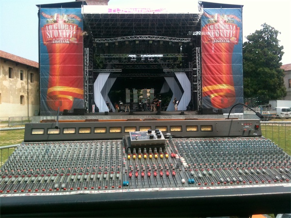 Mixer FOH - Verdena - Wow Tour 2011